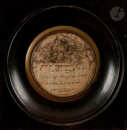 Poils de barbe attribués au Roi HENRIIV provenant de M. Jean Augustin Capperronnier,...