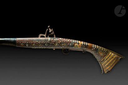 Grand fusil d'Afrique du Nord dit Moukalah Long et fin canon rond et à pans tulipé...