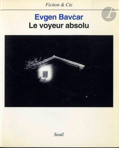 BAVCAR, EVGEN (1946) Le voyeur absolu. Seuil, Paris, 1996. In-8 (20,5 x 16,5 cm)....