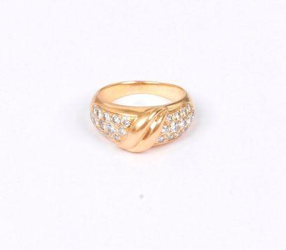 Bague en or 18K (750), ornée de diamants...