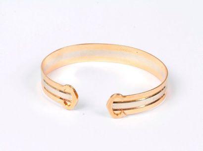 CARTIER. Bracelet plat trois ors 18K (750),...