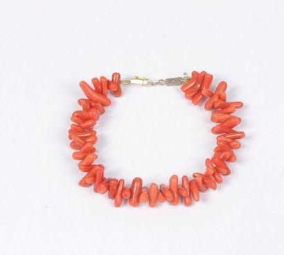 Bracelet de batonnets de corail.