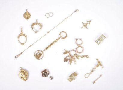 Lot de bijoux et bris d'or 18K (750). Poids...