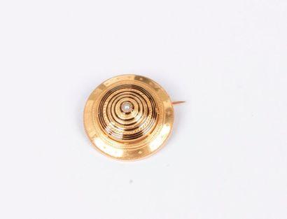 Broche circulaire en or 18K (750), ornée...