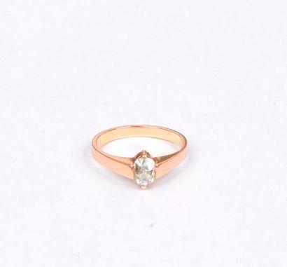 Bague en or rose 18K (750), ornée d'un diamant...
