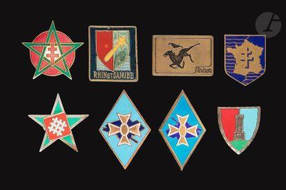 8 insignes - Grandes unités et divers dont...