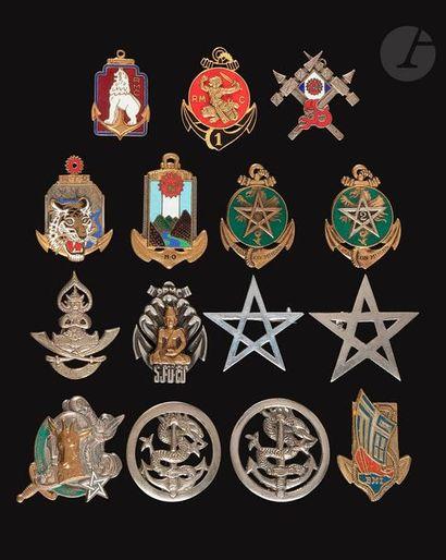 15 insignes Supplétifs en Indochine - 2 insignes...