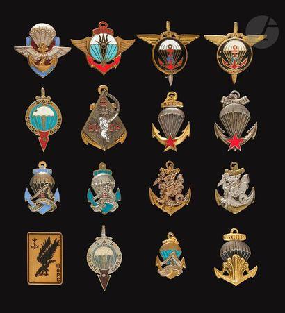 16 insignes Para Coloniaux – 2x 1/2 Brigade...