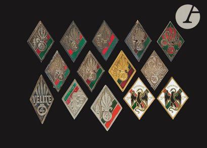 14 insignes du 4e REI dont Courtois, [ANC],...