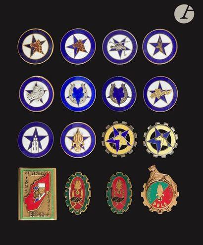 16 insignes - 4e REI dont 2x 1ère (dos lisse...