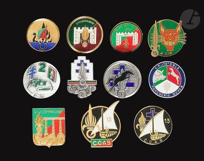 11 insignes de compagnies de la 13e DBLE...