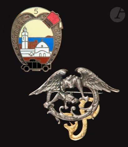 2 insignes du 5e RCA - Projet dessiné par...