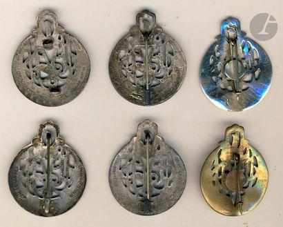 6 insignes des 2e et 3e Bn en EO du 1er RTA Drago Ber, locale et en argent (manque...