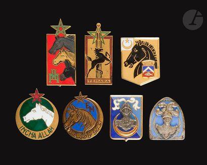7 insignes d' Etablissements Hippiques-...