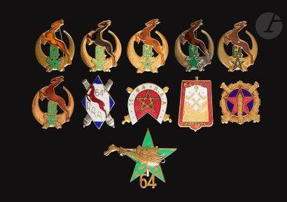 11 insignes - 64e RAA 1er Groupe (AB), losange...