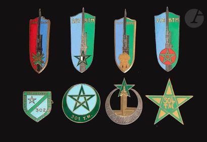 8 insignes - 52e , 206e , 207e , 214e , 216e...