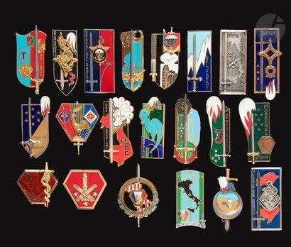 21 insignes de Promotions ESM Ch de Foucauld...