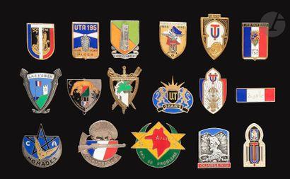 16 insignes - SAS et UT CA nomades, Auto-Défense,...