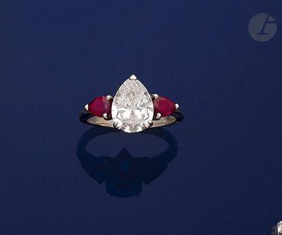 Bague en platine, ornée d'un diamant taillé...