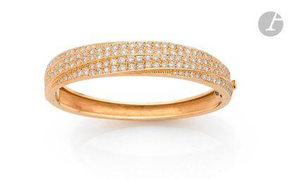Bracelet jonc plat ouvrant en or 18K (750),...