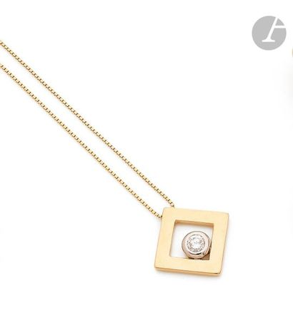Pendentif losangique en or jaune 18K (750), serti d'un diamant rond de taille brillant,...
