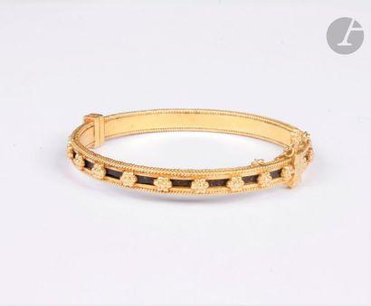 Bracelet ouvrant en or 18K (750) cordé, ponctué...
