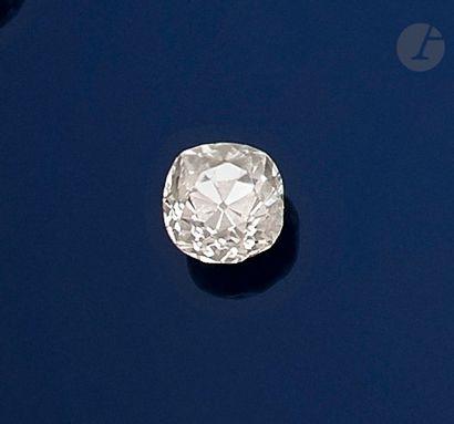 Diamant de taille ancienne sur papier pesant...