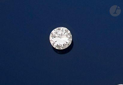 Diamant de taille brillant sur papier pesant...