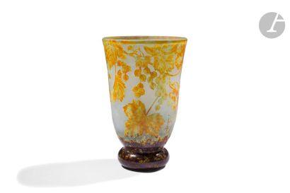 DAUM NANCY Ampélopsis Vase cornet reposant...