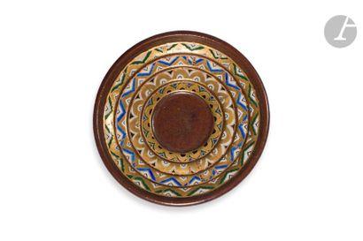 SIMON LISSIM (1900-1981) Motifs géométriques, circa 1929/30 Rare plat circulaire;...