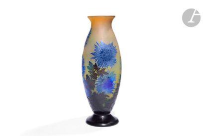 ÉTABLISSEMENTS GALLÉ (1904-1936) Chrysanthèmes du Japon Spectaculaire vase ovoïde...