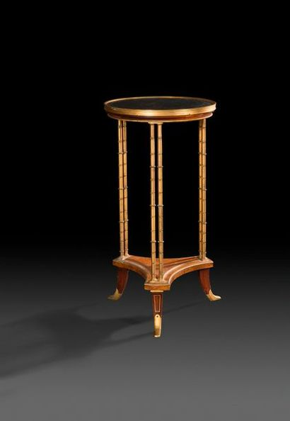 Petite table circulaire en acajou et bronze...