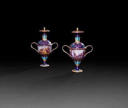 Sèvres Paire de vases couvert en cuivre émaillé...