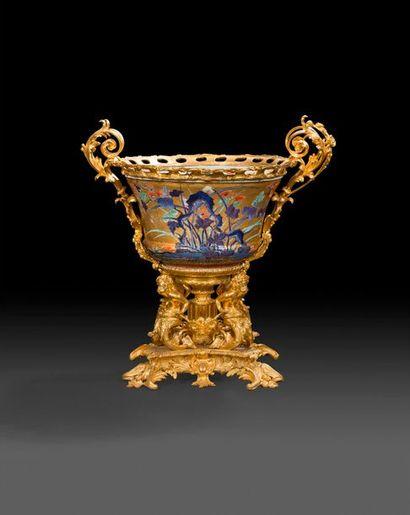 Grande coupe monumentale en porcelaine de...