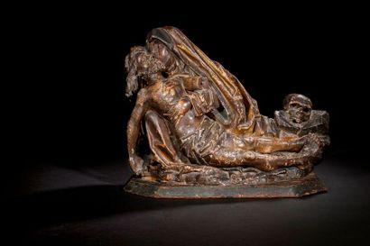 Vierge de Pitié en noyer sculpté, polychromé...