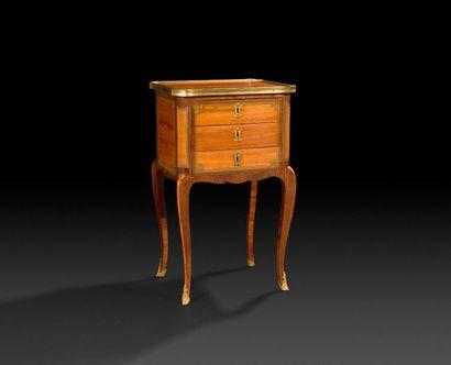 Petite table à écrire en bois de rose, amarante...