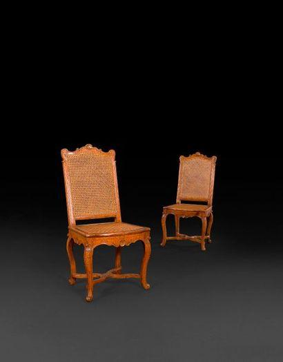 Paire de chaises en hêtre teinté, cannée,...