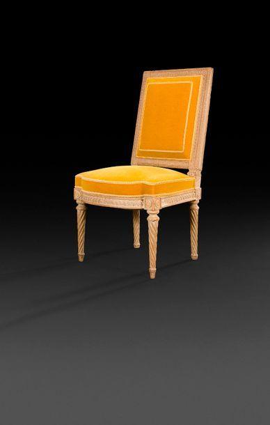 Chaise en bois mouluré sculpté et peint,...