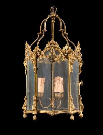 Petite lanterne en bronze doré de forme hexagonale,...