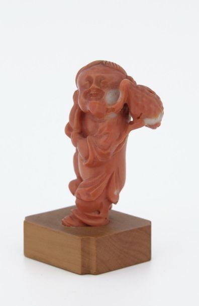 CHINE Vers 1900  SUJET en corail sculpté...