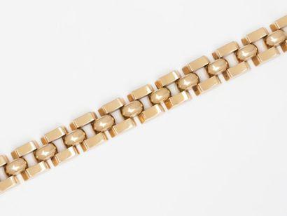 Bracelet tank en or 750 millièmes, composé...