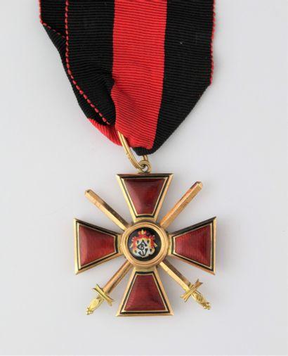 RUSSIE IMPERIALE  ORDRE DE SAINT VLADIMIR  CROIX DE 3e CLASSE à titre militaire...
