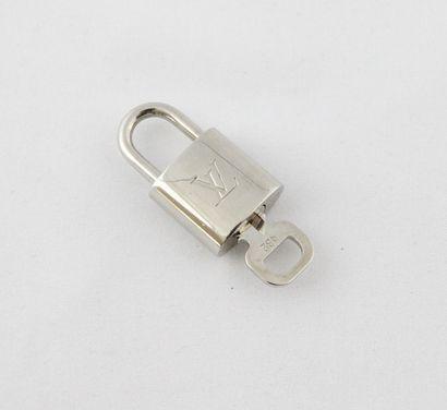 Louis VUITTON  CADENAS en métal argenté n°432...