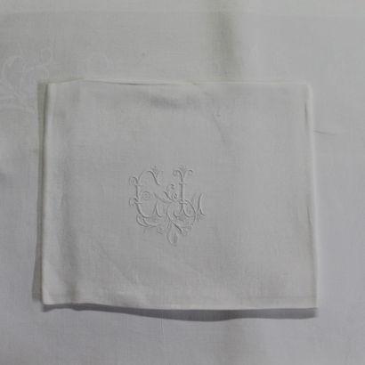 NAPPE RECTANGULAIRE en damassé de coton blanc...