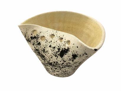 Mado JOLAIN (1921-2019)  Coupe pincée  Céramique...