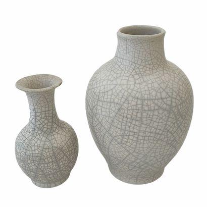 Pol CHAMBOST (1902-1983)  Deux vases craquelés...