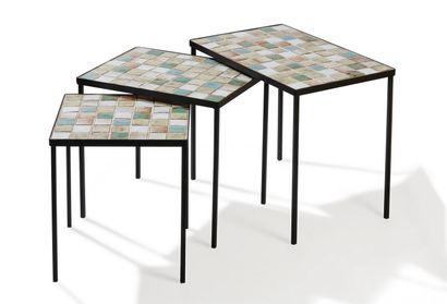 Travail FRANCAIS  Suite de trois tables gigognes...