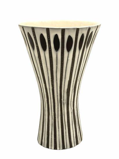 Roger CAPRON (1922-2006)  Vase diabolo circa...