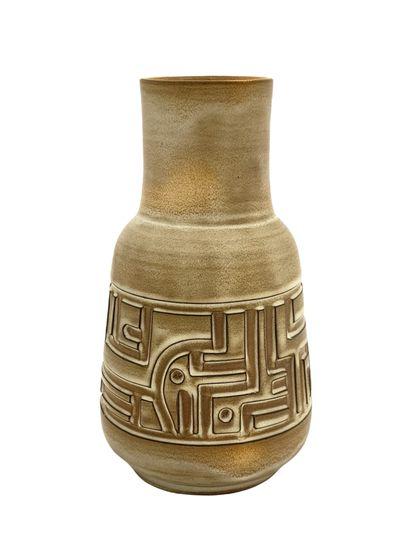 Marius BESSONE (1929)  Vase moderniste  Céramique...