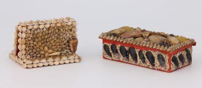 LOT:  PORTE-LETTRES en coquillages  Haut.:...